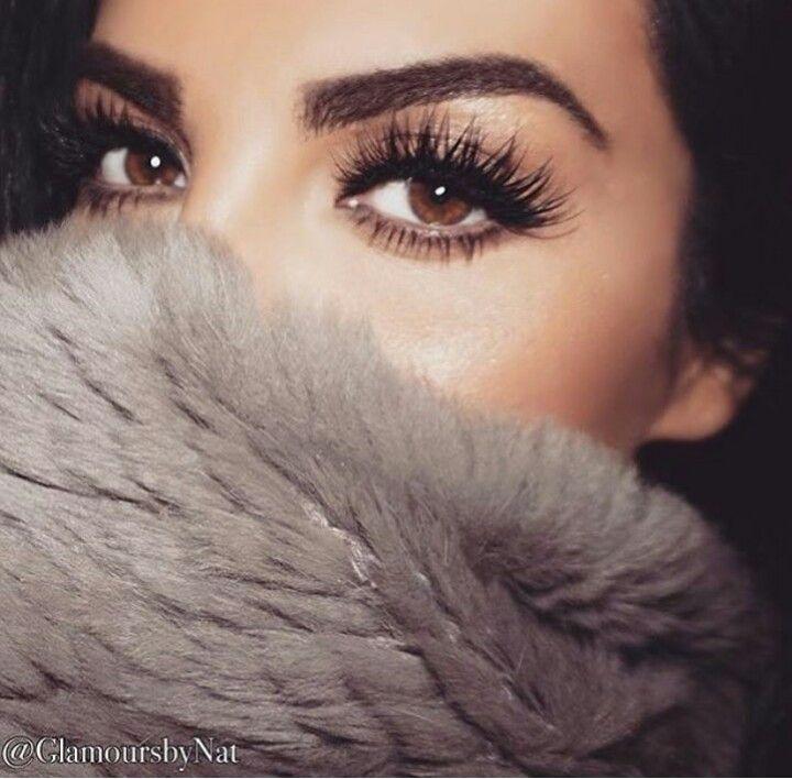 Huda Beauty lashes in Farrah