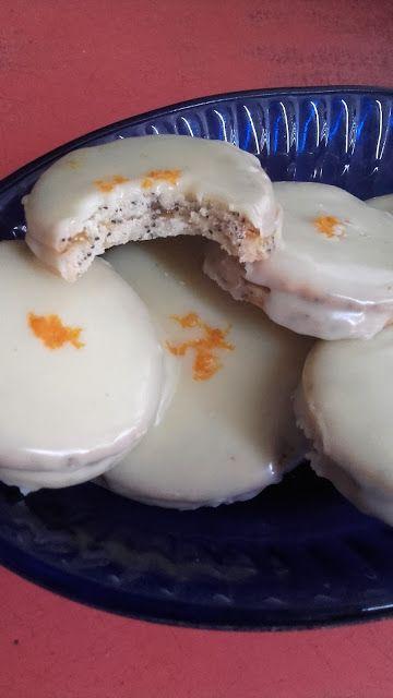 Fehércsokis mákos isler, narancslekvárral töltve