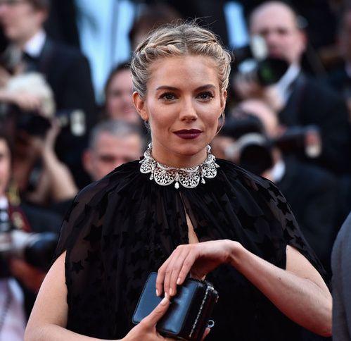 Haute joaillerie: Le collier Bulgari en diamants de Sienna Miller à Cannes