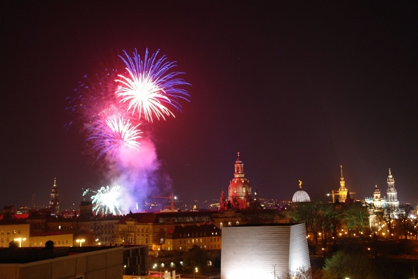Feuerwerk über Dresden zu Silvester
