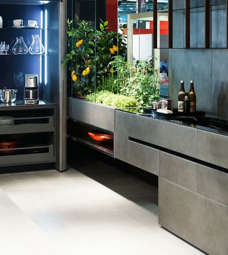 Modern italian kitchen design features concealed work for Live kitchen design