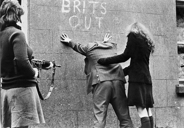 Girls of the IRA, Belfast, Northern Ireland, 1969. Photograph by Patrick Chauvel.