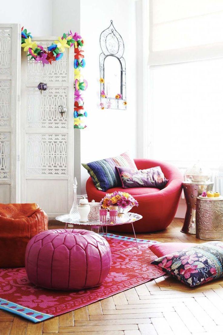 living room poufs%0A Le pouf rond apportant un c  t   accueillant et convivial    la d  co int  rieure