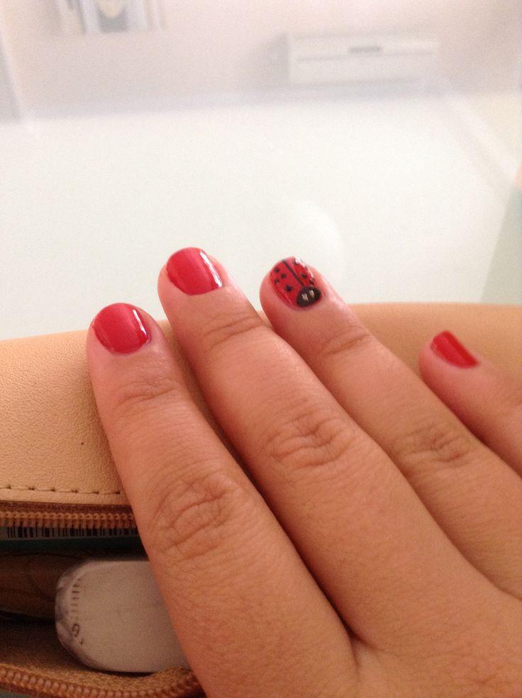 Iniciandome en la decoración de uñas. Un toke divertido ;)
