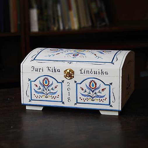 TalkFolk / Ručne maľovaná truhlica  Hand painted wooden bridal chest. Made by Studio TalkFolk.  http://TalkFolk.eu Instagram.com/TalkFolk