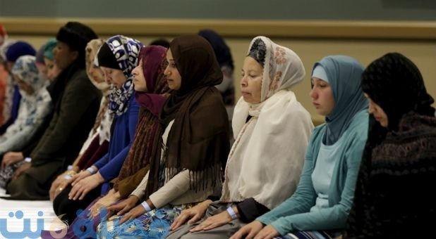 كيفية صلاة الجمعة للنساء في المسجد وهل تجوز صلاتها في البيت Islam Women Womens Rights Muslim Women