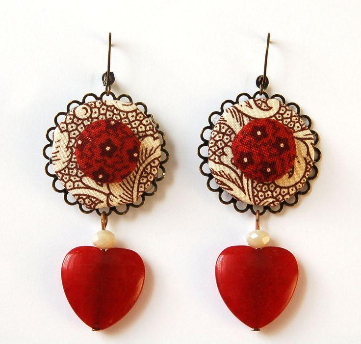 Orecchini in stoffa bordeaux/marrone/ecrù, perle e cuore in pietra dura : Orecchini di madebyeleonora