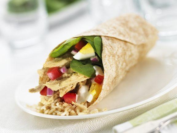 Wrap mit Hähnchensalat gefüllt ist ein Rezept mit frischen Zutaten aus der Kategorie Hähnchen. Probieren Sie dieses und weitere Rezepte von EAT SMARTER!