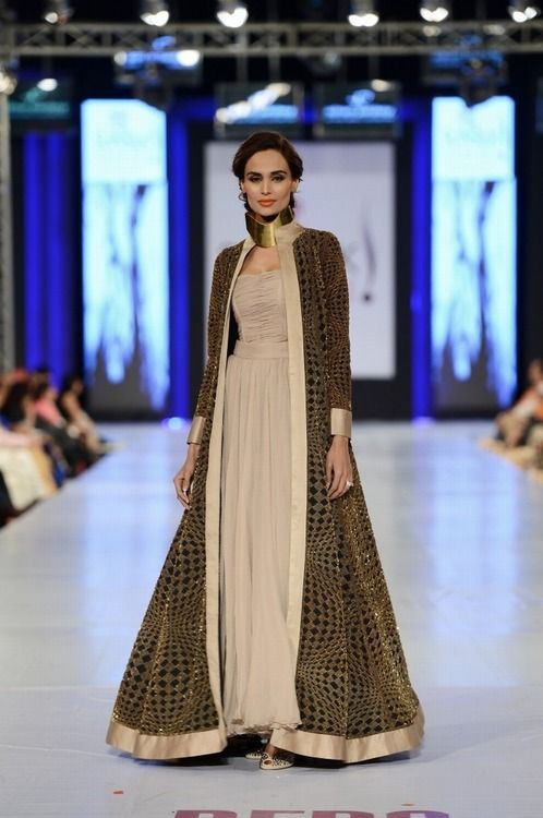 Pakistan Fashion Week 2013 - what a beautiful dress and long evening coat!