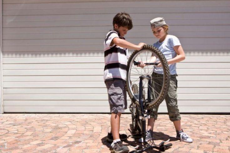 Conversión del tamaño del tubo del neumático de la bicicleta. Si estás en una tienda de bicicletas buscando reemplazar las cámaras de tus neumáticos, deja la calculadora en casa. Convertir simplemente milímetros en pulgadas o al revés no acelerará tu compra, ni te devolverá a la ruta ni hará nada ...