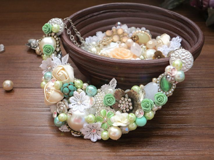 Vignette Collections - Mint :: Vintage Handmade Necklace :: Mint, Green, Ivory, Antique, Classic