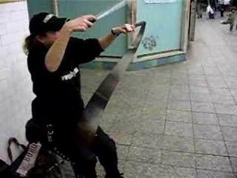 Subway Music - Musical Saw player Natalia Paruz