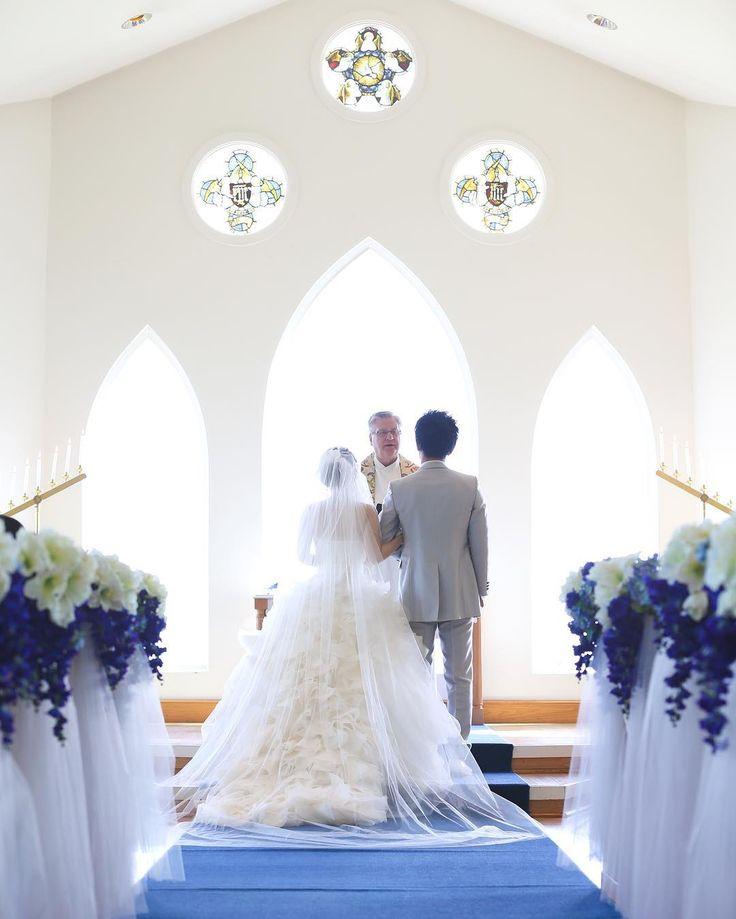 . #yukiwedding2016107 ✨✨ . セントカタリナのステンドグラスがよくわかる写真です . 窓の向こうは真っ白になっちゃってるけど、青い海が見えます☺️ . . . #プレ花嫁 #卒花嫁 #marry花嫁 #セントカタリナシーサイドチャペル #グロリアブライダル #ハワイ挙式 #hawai #ウェディングソムリエアンバサダー #verawang #ヴェラウォン #ヘイリー #hayley #チャペルフォト #ハナコレ #ウェディングニュース #ワイマナロビーチ #ビーチフォト #weddingtbt #リゾ婚 #サッシュベルト #ハワイウェディング