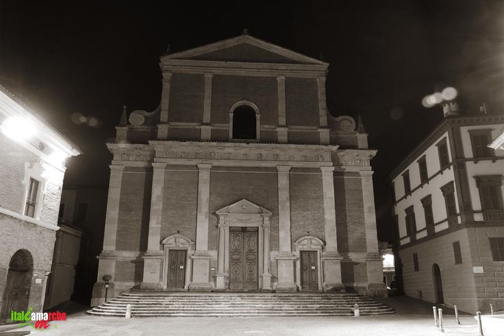 TOURISM in The Marches Region – ITALY - FABRIANO - Cattedrale di San Venanzio - © Copyright Photo Piero Evandri - www.italiamarche.com