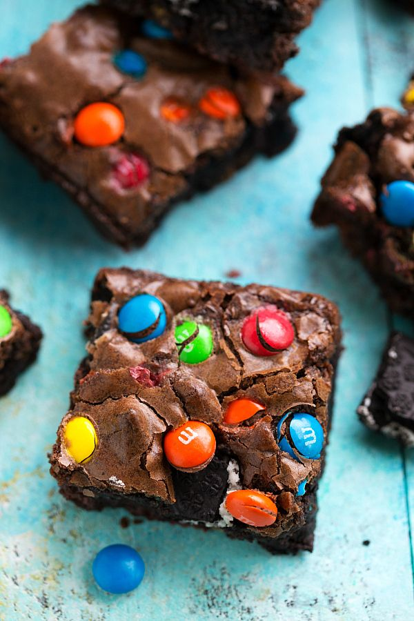 Super easy oreo M&M brownie bars!