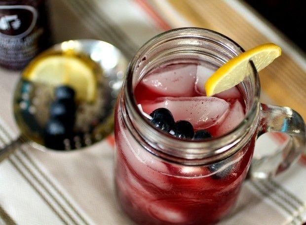 Τέσσερις συνταγές για απίθανα δροσερά κοκτέιλ χωρίς αλκοόλ με βάση το τσάι.
