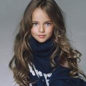 Kristina Pimenova, 10 ans et deux contrats dans des agences de mannequins