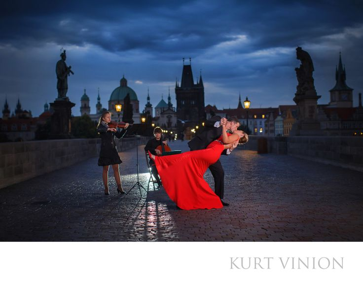 London wedding & Prague pre wedding photographer - A Charles Bridge wedding proposal with L&G: L&G romantic wedding proposal on the Charles Bridge. Keywords: Prague Engagement Photography (24).