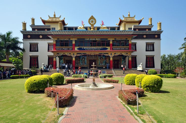 The Namdroling Nyingmapa Monastery is the largest teaching center of the Nyingma lineage of Tibetan Buddhism in the world. Located in Bylakuppe, part of the Mysuru district of the state of Karnataka, the monastery is home to a sangha community of over five thousand lamas , a religious college and hospital.