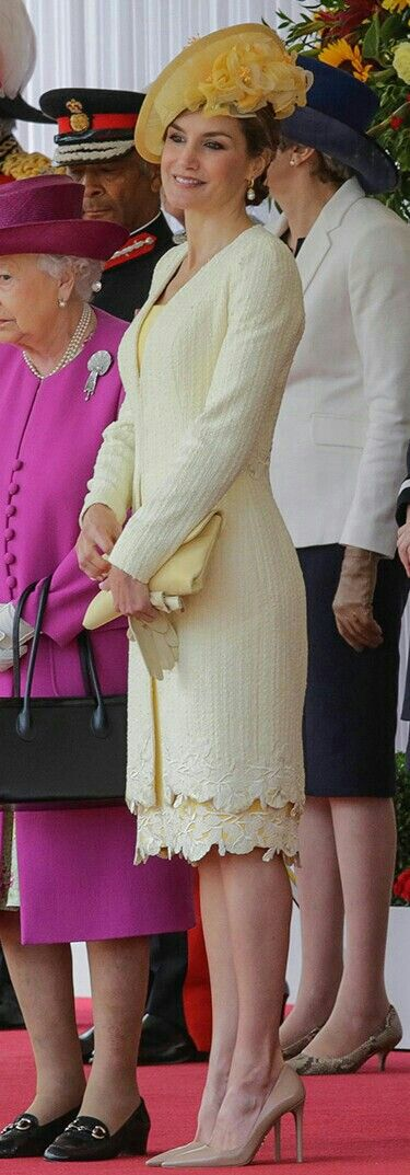 Queen Letizia in UK - lemon hued dress with guipure lace hem + lighter shade summer tweed coat with the same trim + globes and clutch by Felipe Varela - chapeau by María Nieto - Prada pumps