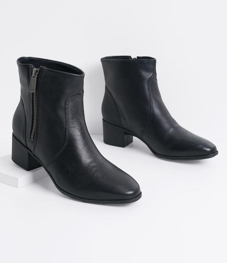 Bota feminina  Material: Couro  Com zíper lateral  Marca: Bottero     COLEÇÃO INVERNO 2016     Veja outras opções de    botas.