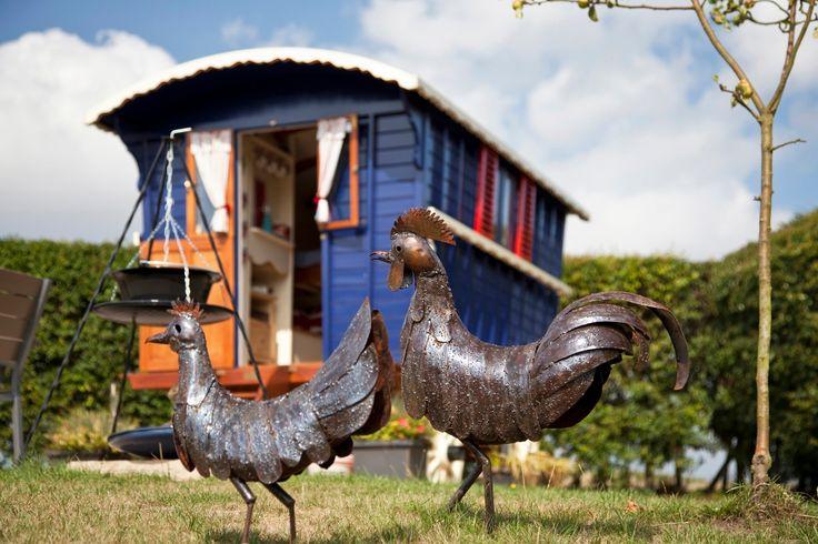 Nadšenci z Anglického Norfolku přestavili tuto krásnou maringotku na malé funkční bydlení. Budete-li mít cestu do Norwich, můžete zde i ubytovat.