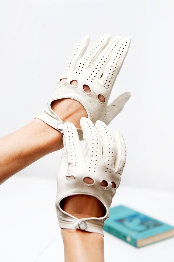 Vintage white leather driving gloves - parisian chic