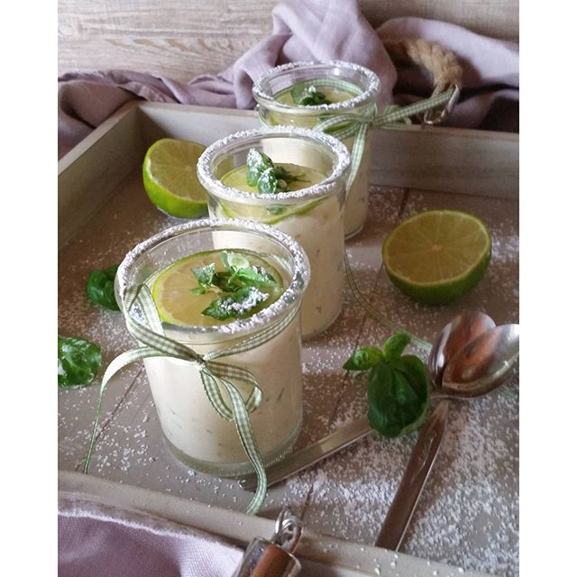 Limettencreme mit Basilikum. ..mmhhh so lecker...da nehme ich doch gleich noch ein Glas davon zum Abendessen #foodblog #instagramfood #foddies #blog #feedfeed #lifeandthyme #f52grams #ichliebefoodblogs #dessert #creme #limette #basil #basilikum #rezeptbuchcom #instadaily #eeeeats #sweetdreams #sweet #yummyinmytummy