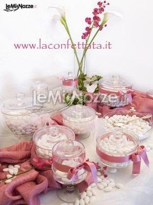 http://www.lemienozze.it/operatori-matrimonio/catering_e_torte_nuziali/torte-matrimonio-roma/media/foto/1 Confettata rosa antico per il ricevimento matrimonio