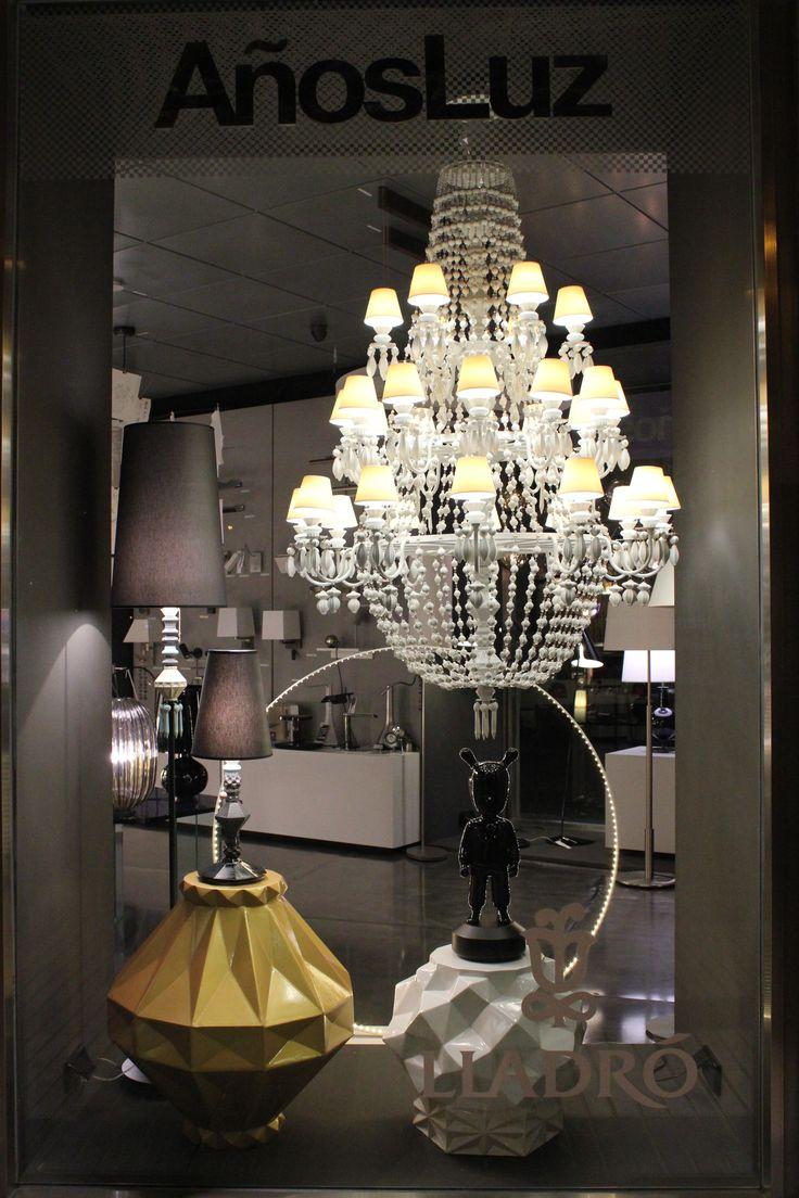 Nuestro escaparate con la colección Winter Palace de @lladroporcelain