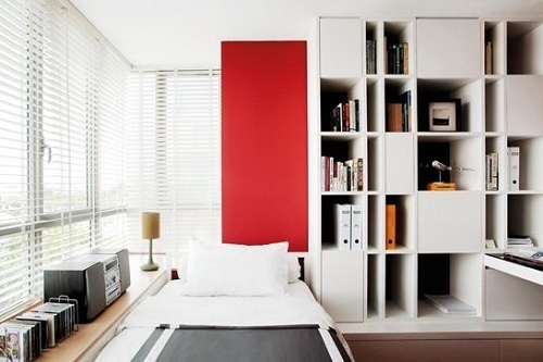 quarto de menino, branco, vermelho, madeira