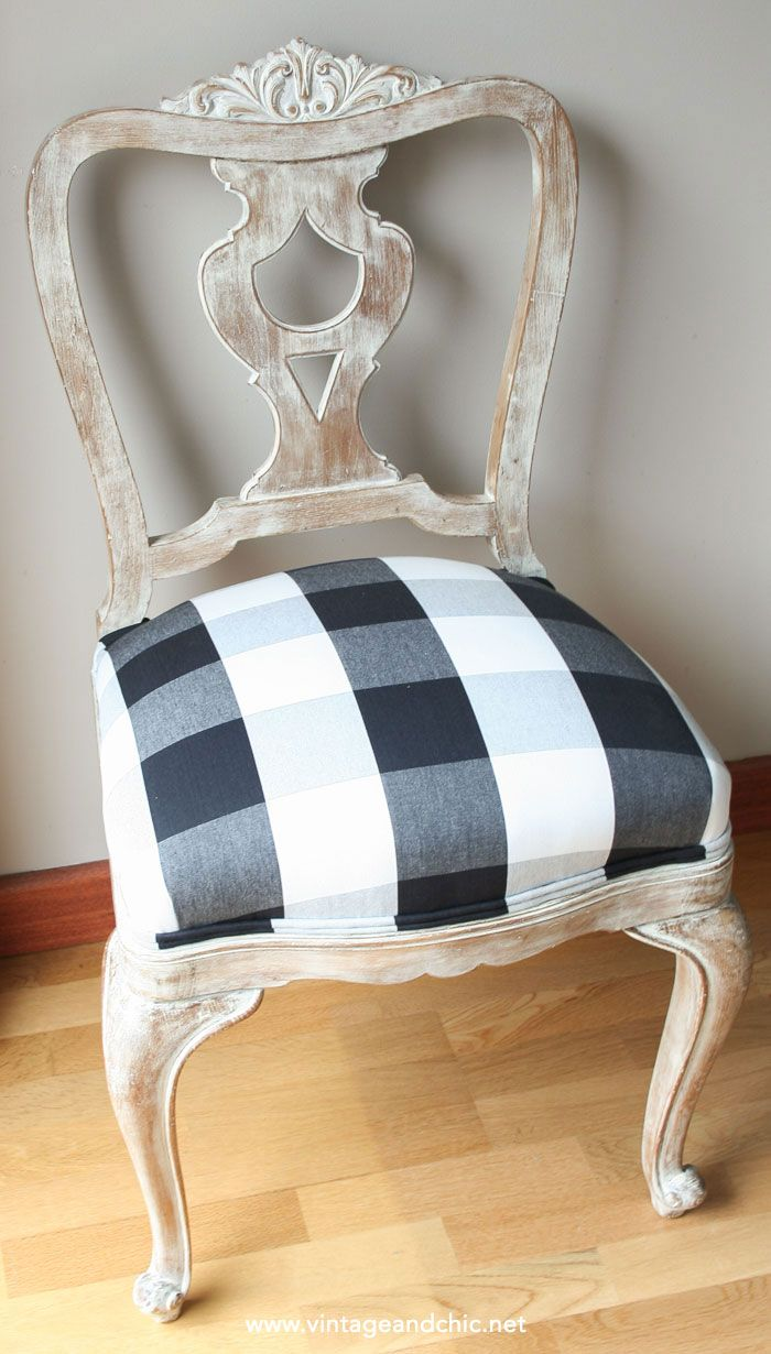 Hoy vengo con un tutorial de esos que sé que te gustan. Hoy vamos a darle un nuevo aspecto a esa silla antigua que tienes por casa (o que ha caído en tus manos), preciosa pero ya desfasada, que necesita un aire renovado. Este paso a paso es aplicable para darle un aspecto envejecido pero …