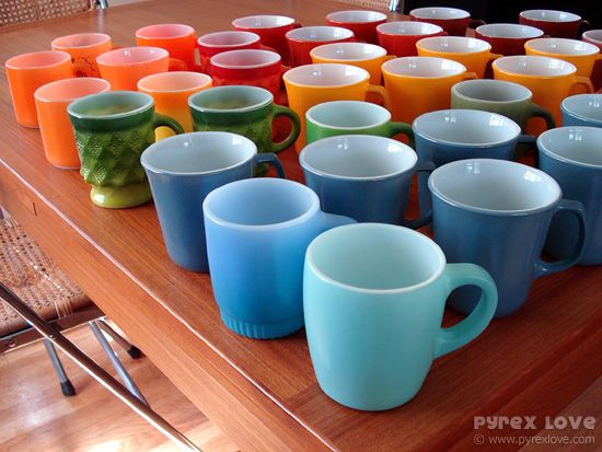 Ooh I love all these pyrex mugs and their colors... got to start keeping my eye out for these.  Pyrex envy.  Pyrexlove.com