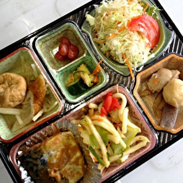 サバの味噌煮 焼うどん がんもどきの煮物 筑前煮 サラダ、漬物他 - 2件のもぐもぐ - 日替り弁当 鯖の味噌煮 by kurita820