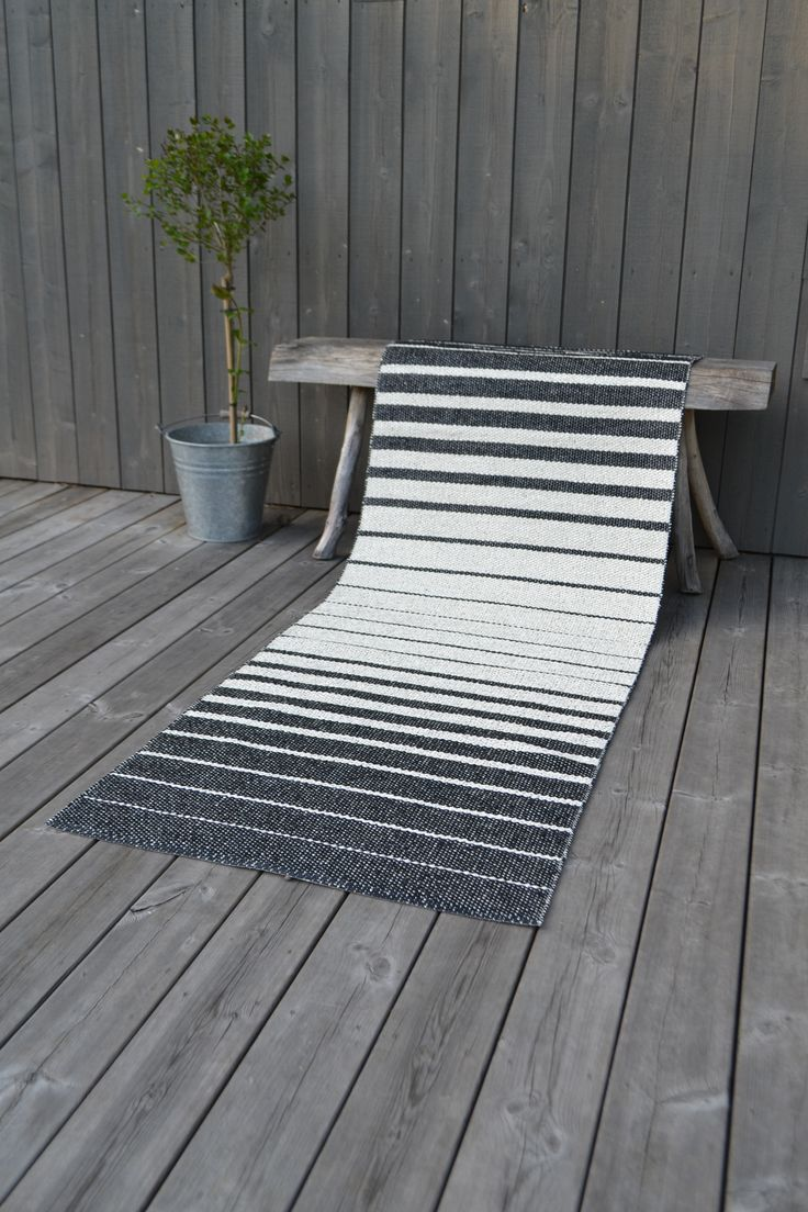 Fade black plastic rug, made in Sweden from the brand Nordic Nest.