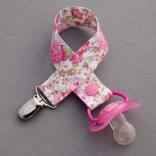 Attache tétine en Liberty Félicité rose Lilooka Voir le produit : http://www.lilooka.com/fr/accessoires-enfants-table-serviettes/515-attache-tetine-en-liberty-felicite-rose-lilooka.html