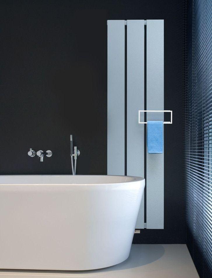 Какие батареи отопления лучше: характерные особенности радиаторов и обзор наиболее функциональных вариантов http://happymodern.ru/kakie-batarei-otopleniya-luchshe-dlya-kvartiry/ Стильная белая батарея в черной ванной дополняет интерьер