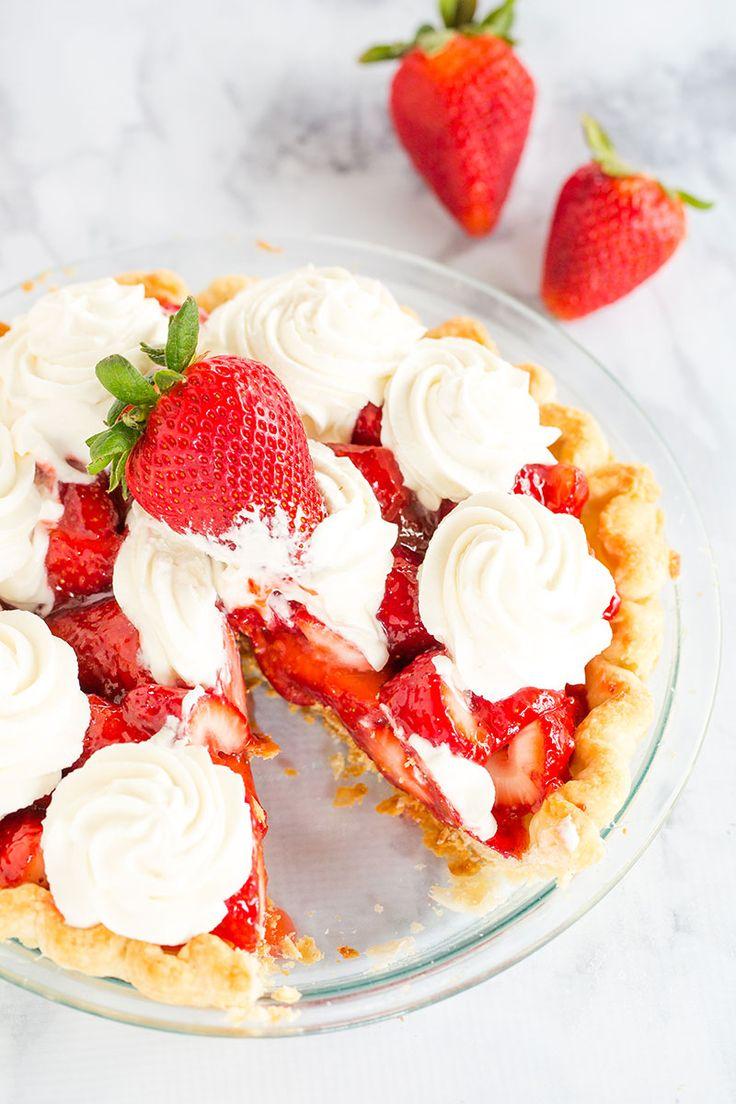 Empanada de la fresa - Este pastel de fresa fresca es 100% hecha en casa de mi corteza favorito, un delicioso glaseado, y la crema de leche batida.  Un postre ideal para el verano!
