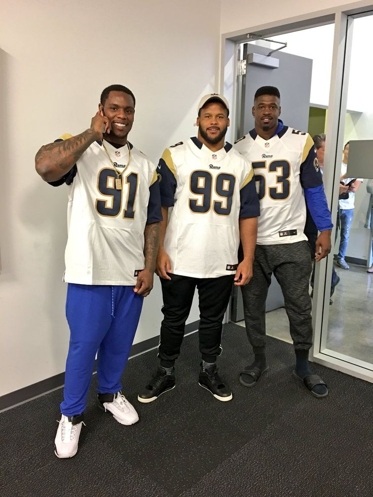 Dominique Easley, Aaron Donald, and Carlos Thompson gave back to the LA community by serving Thanksgiving meals to families in need.  Great guys!