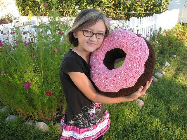 Do-nut Novelty Pillow by djonesgirlz on flickr: Crochet Donuts, Donuts Pillows, Giants Donuts, Novelty Pillows, Giants Crochet, Amigurumi Pattern, Crochet Pillows, Donuts Cushions, Crochet Pattern