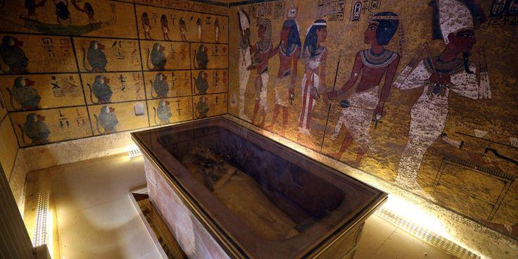 Due stanze segrete sono state scoperte dietro la tomba di Tutankhamon, sui lati occidentale e settentrionale, con materiale organico e metallo. Lo ha annunciato il ministro per le Antichità egi