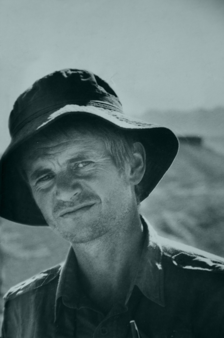top 25 ideas about bruce chatwin portrait bruce chatwin