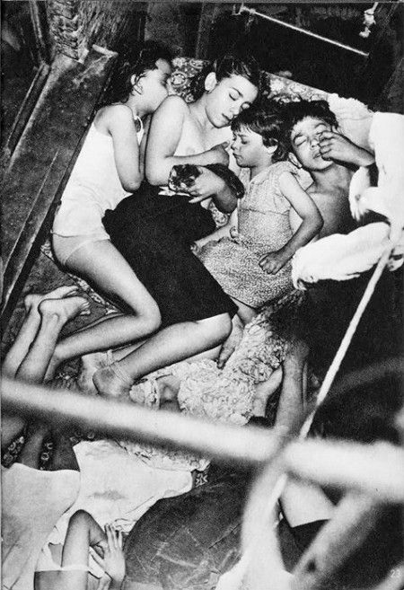Weegee (Arthur Fellig) - Heat Spell, May 23, 1941 ©Weegee/International Center of Photography. S)