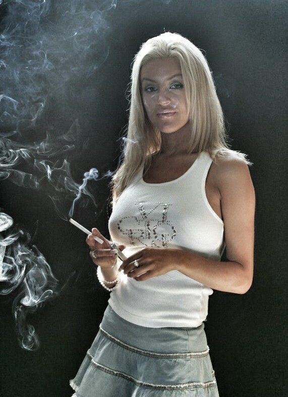 pin by d hay on hot chick smokin 4 in 2018 pinterest girl rh pinterest com