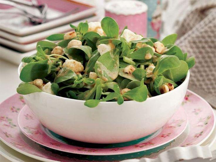 Tulum peynirli ve tahinli semizotu salatası