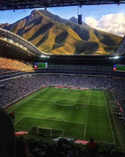 No es un videojuego ni una pintura. Es una postal desde el Estadio BBVA Bancomer de Rayados. Qué vista. Qué hermosura. LA FOTO DEL AÑO. (vía: @aahmm).