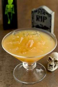 Crypt Keeper Cocktail  2 part(s) Apple Cider   1 part(s) Canadian Club   1 part(s) Ginger Ale   Mix and serve over ice