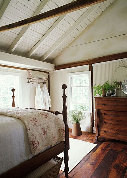 Cathedral/vaulted ceilings in the bedroom. Helen Norman Photography 212 Artists New York