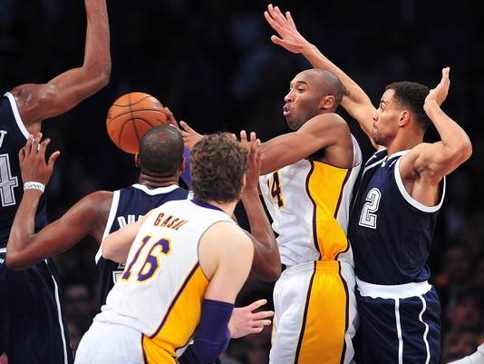 Lakers guard Kobe Bryant passes out of a triple-team during Sunday's 106-95 win vs. the Thunder.