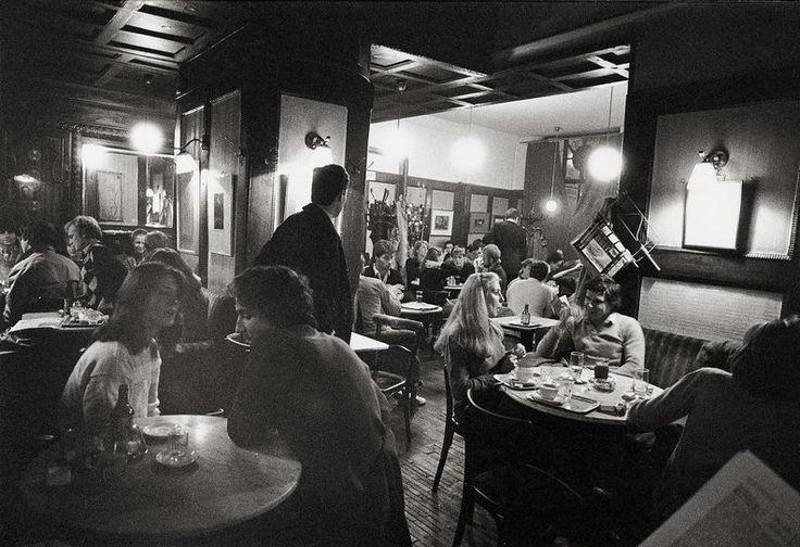 Innenansicht Cafe Hawelka mit Gästen. Wien. Photographie. Um 1982, © IMAGNO/Franz Hubmann